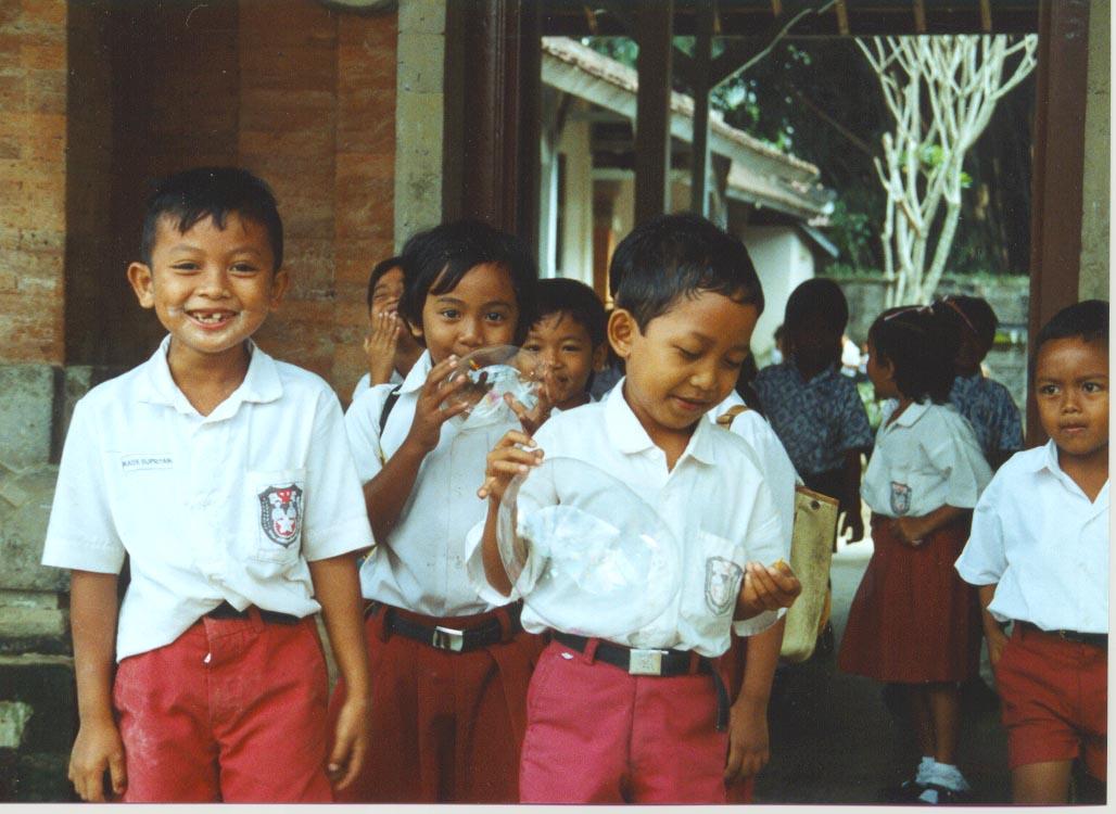 lombokschoolgirl.jpg